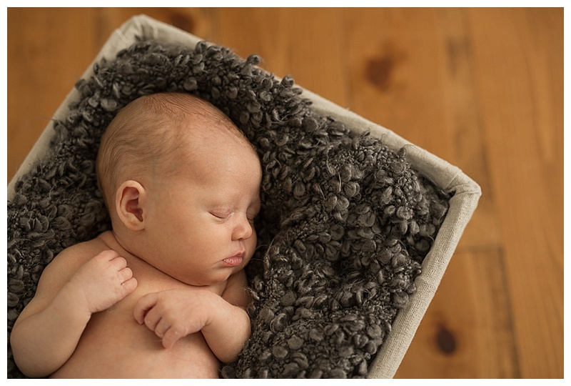 Best Kelowna Newborn Photographer_0057.jpg