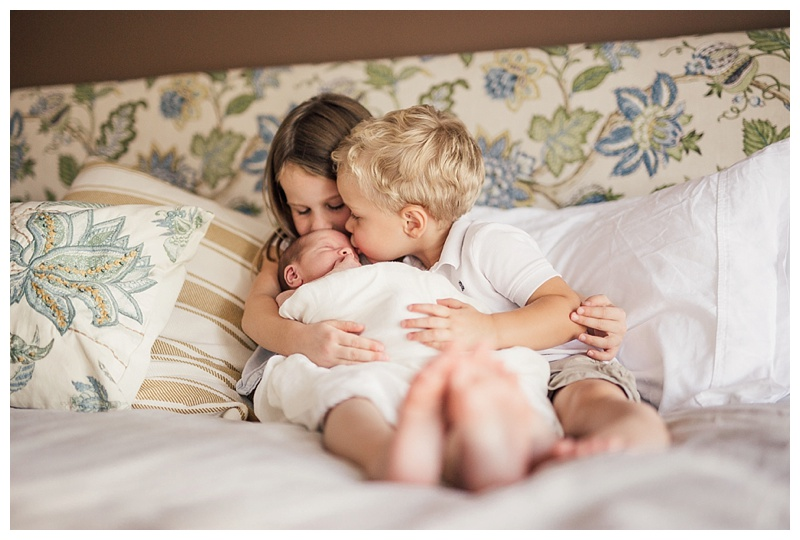 Best kelowna newborn photographers barnett photography in home session 0166